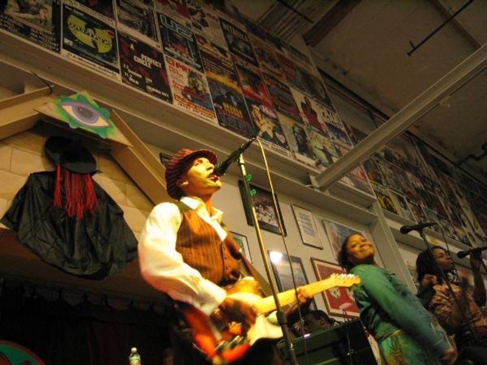 Raphael Saadiq at Amoeba Hollywood November 4, 2003