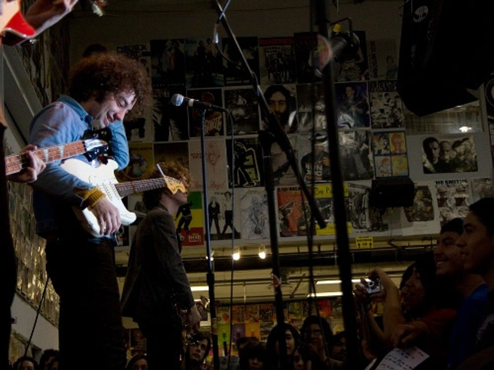 albert Hammond Jr at Amoeba hollywood 2007