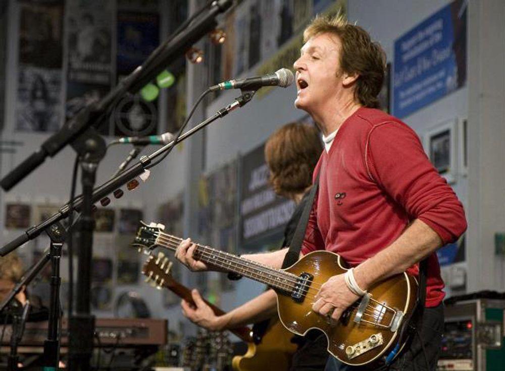 Paul McCartney at Amoeba Hollywood 2007
